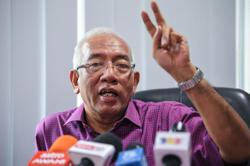 Snap election best way to resolve political issues, says Mahdzir Khalid
