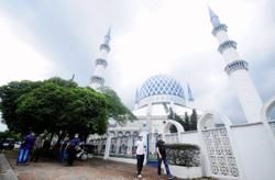 Ismail Sabri: Religious affairs minister to look into two Friday prayer sessions