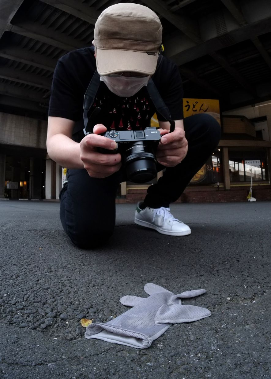 For more than 15 years, Ishii has photographed and meticulously recorded details about thousands of lone gloves on the streets of the Japanese capital and beyond. Photo: AFP