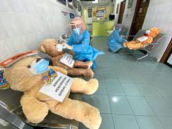 Teddy bears a reminder for patients to keep apart