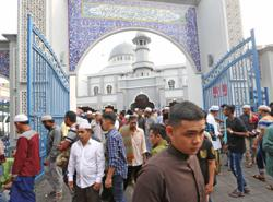 Women joining Aidiladha prayers in Perak mosques must be accompanied