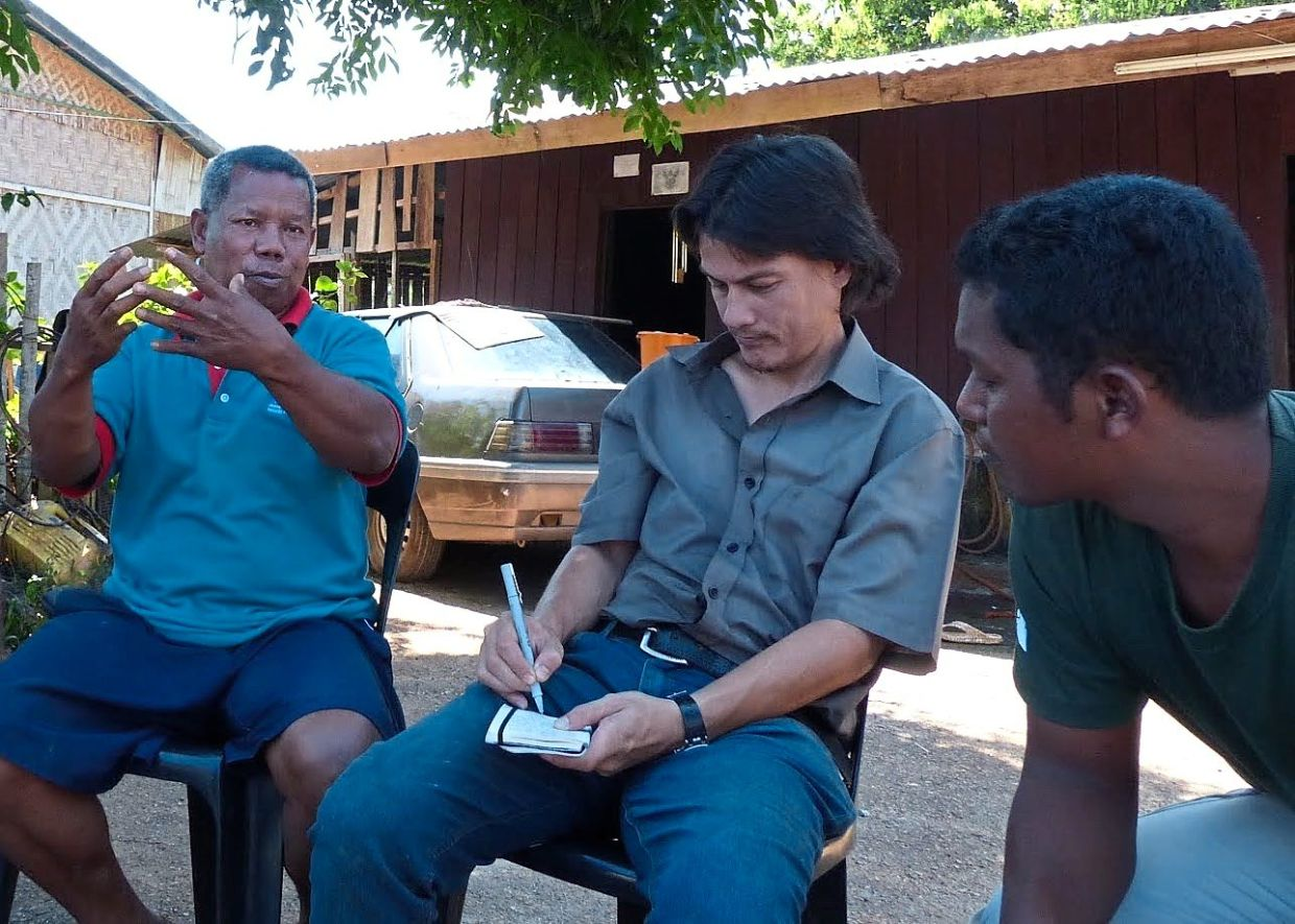 Lim (middle) conducting an interview for his research on the origin of the English word 'gibbon'. — Teckwyn Lim
