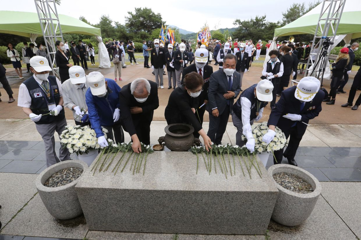Korean War veterans paying their respects during a ceremony to mark the 70th anniversary of the outbreak of the Korean War in Cheorwon, near the border with North Korea. — AP