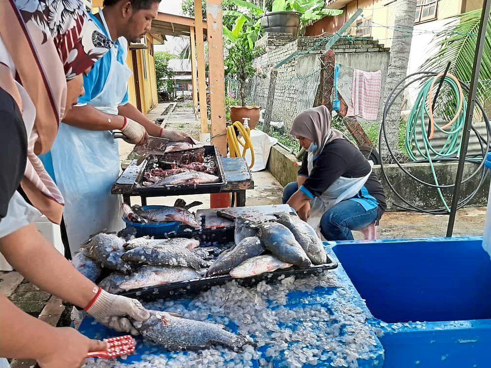 Persatuan Nelayan Kampung Sepang focused on selling seafood during the MCO.