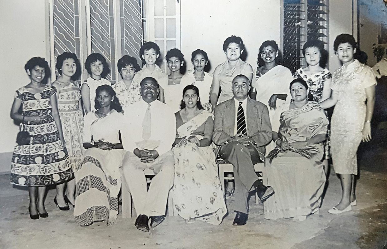 Tunku Ellie (standing, fourth from left) at a dinner for the Negri and Selangor women's football teams hosted by Muthucumaru (seated, second from left) after their inaugural match in January 1961.