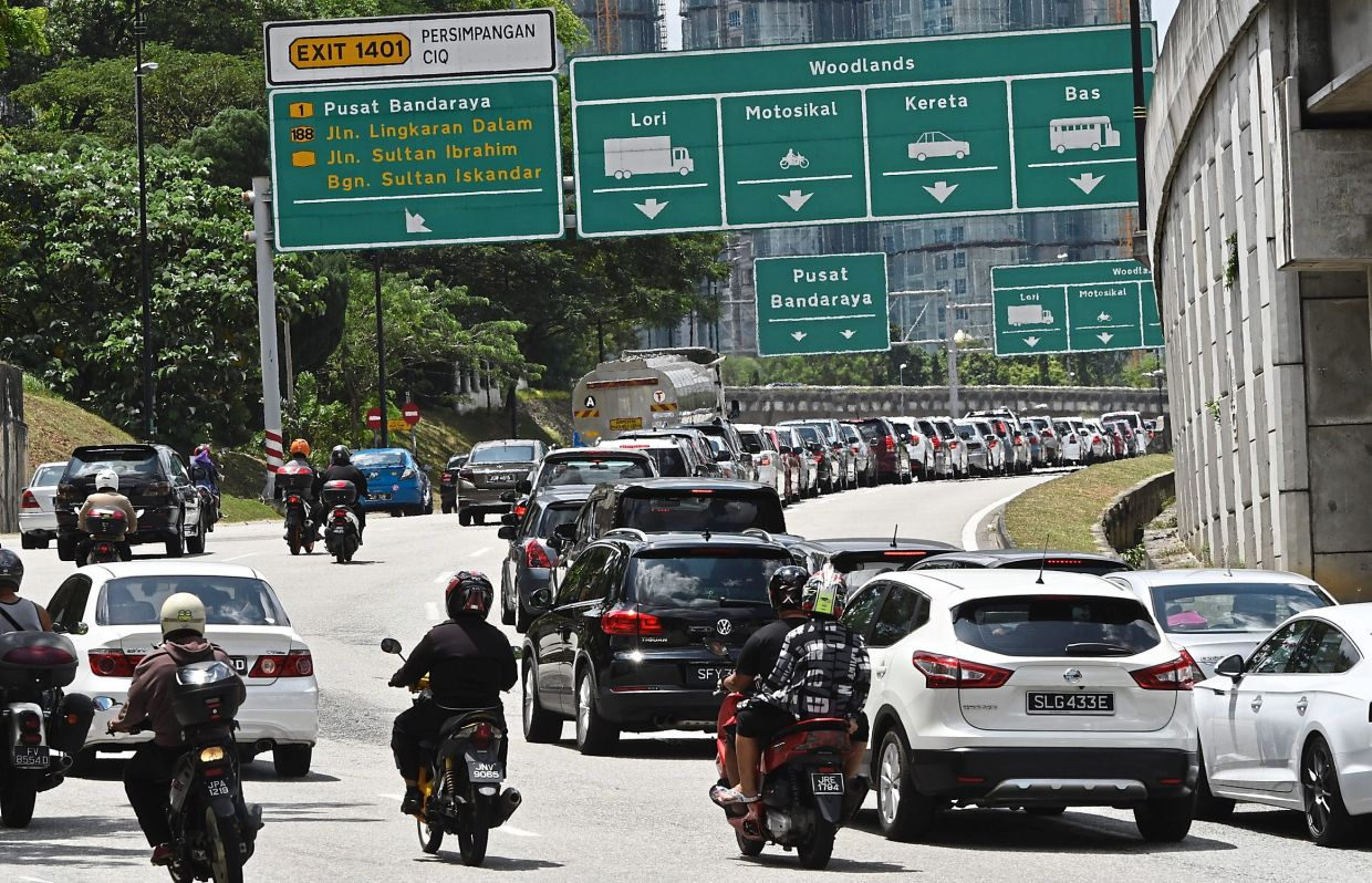 An estimated 200,000 to 250,000 Malaysians travel to Singapore via the Bangunan Sultan Iskandar CIQ Complex every day before the border closure. — Filepic
