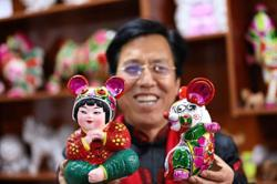 Traditional folk artist crafts sculptures for anti-drugs campaign