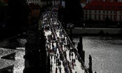 At 500-metre table, Prague citizens see coronavirus out with a dinner