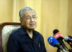Dr M says it again: Anwar cannot be PM because unpopular with Malays