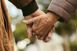 Elderly couple die of Covid-19 minutes apart, holding hands