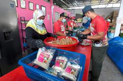 Nasi dagang traders go online to stay in business