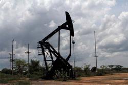 Venezuela's oil exports sink to 77-year low