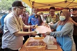 DBKL issues temporary permits to petty traders
