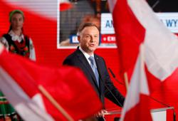 Polish president accuses German-owned tabloid of election meddling
