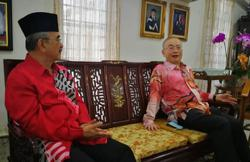 Dr Wee meets Ali Rustam, discusses several measures to benefit Melaka