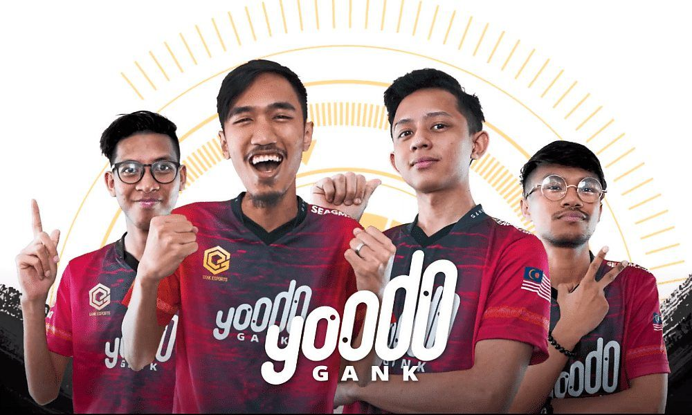 eSports athlete Muhammad Izzrudin (second from right) was unable to train properly for the upcoming PMWL tournament due to a laggy Internet connection at home. — YOODO GANK