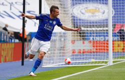 Vardy nets 100th Premier League goal as Leicester beat Palace