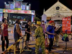 Six logbooks for contact tracing used within five hours after thousands thronged Jonker Walk