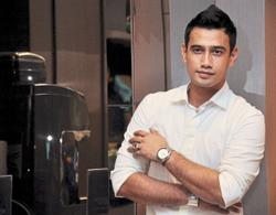 Marriage comes after career for actor Azlee