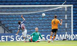 West Brom beat Hull 4-2 to close gap on leaders Leeds