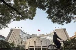 China imposes checks on large transactions after bank runs