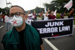 Philippine lawyers press Supreme Court to strike down anti-terror law