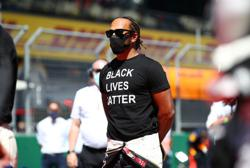 Hamilton regrets being 'silenced' on taking a knee in the past