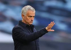 Mourinho happy with 'beautiful' halftime bust-up