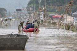 Rain hampers rescue efforts after deadly Japan floods