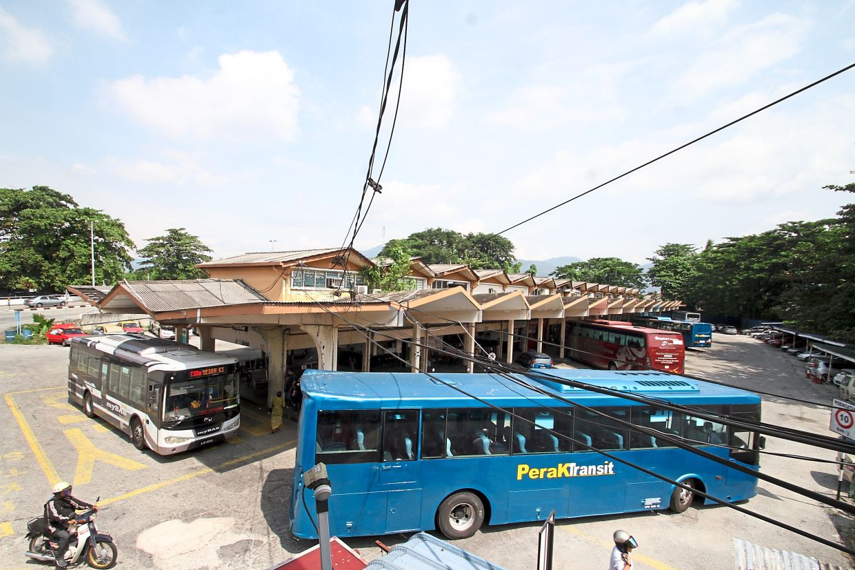 When the bus station gets congested, it can be tricky to board or alight from a bus.