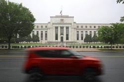Fed policymakers worry growth plateauing