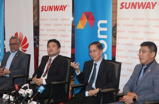 Left to right: Celcom Axiata Berhad CEO Idham Nawawi, Sunway Group chief information officer Kevin Khoo, Sunway Bhd Group president Datuk Chew Chee Kin and Huawei Malaysia CEO Michael Yuan at the press conference after the MOU signing between Sunway Berhad,Celcom Axiata Berhad and Huawei Technologies (Malaysia) Sdn Bhd for Malaysia\'s first tripartite collaboration on 5G and smart solutions.