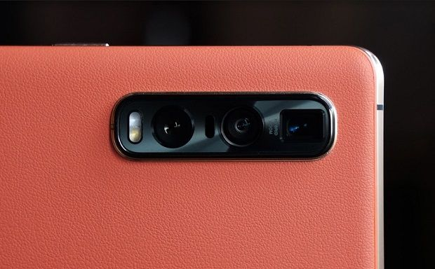 One of the highlights of the OPPO FindX2 Pro flagship is its impressive camera setup, this feature having earned the top spot in DXO Mark rating.