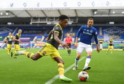 Everton held at home by improving Southampton