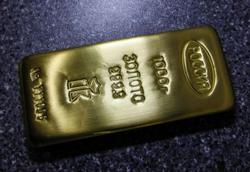 Gold poised for 5th straight weekly rise on virus fears