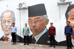Mural artists honoured as King and Queen visit site in Taman Cahaya Alam