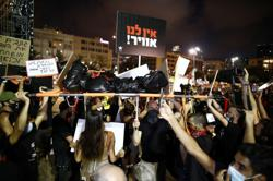 Israelis protest against government response to coronavirus