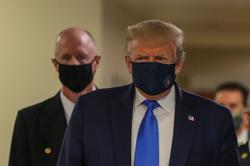 In first, Trump dons mask in visit to a military medical facility