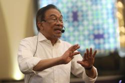 Anwar: Opposition will defend Parliament Speaker and deputy