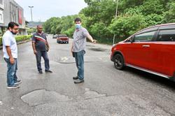 Taman Tun Perak folk bemoan faulty street lights, potholes