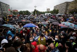 Hundreds protest in Moscow against reforms that may keep Putin in power
