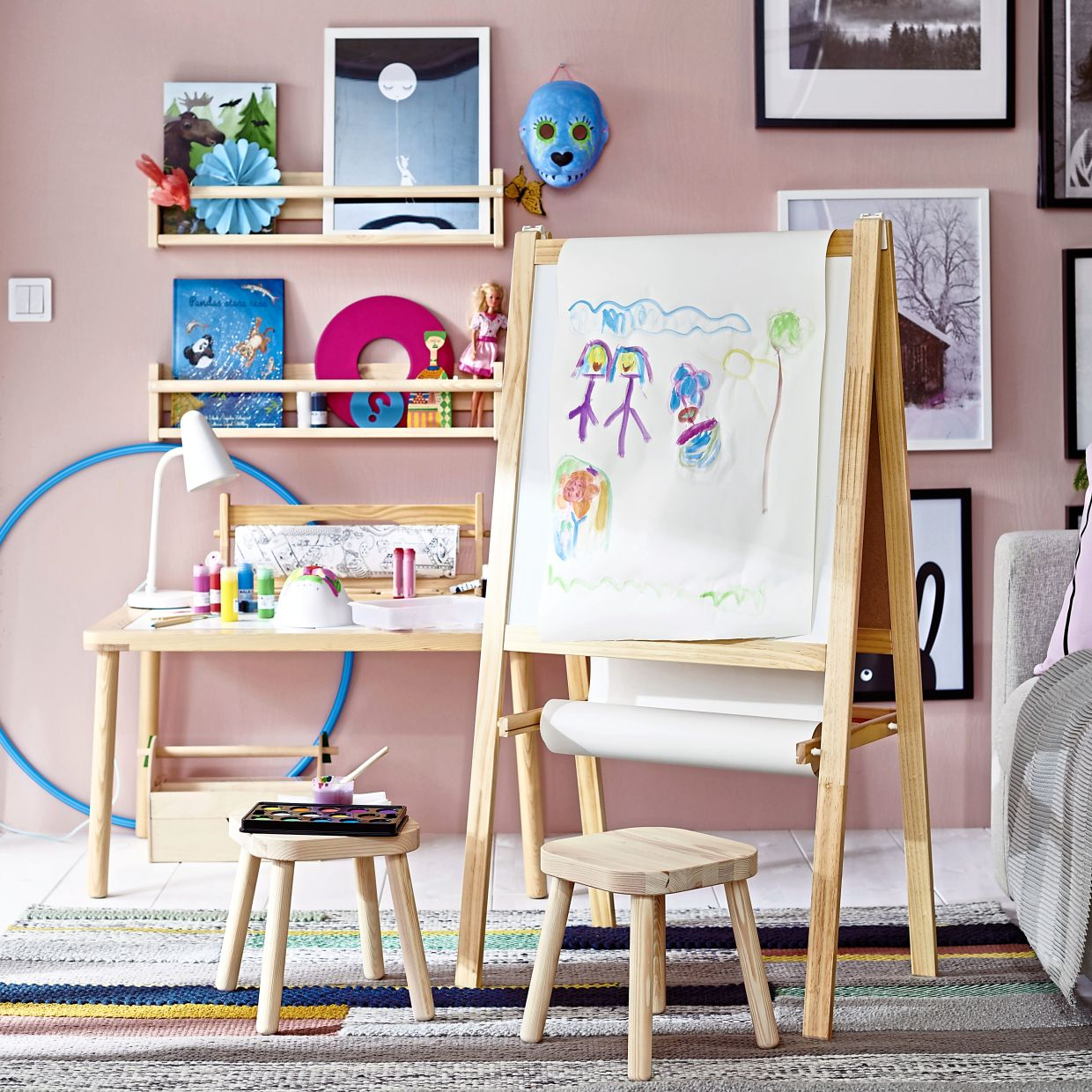 The FLISAT children's table, suitable for ages zero to six, is a practical design for play, arts and crafts, as well as a study table.