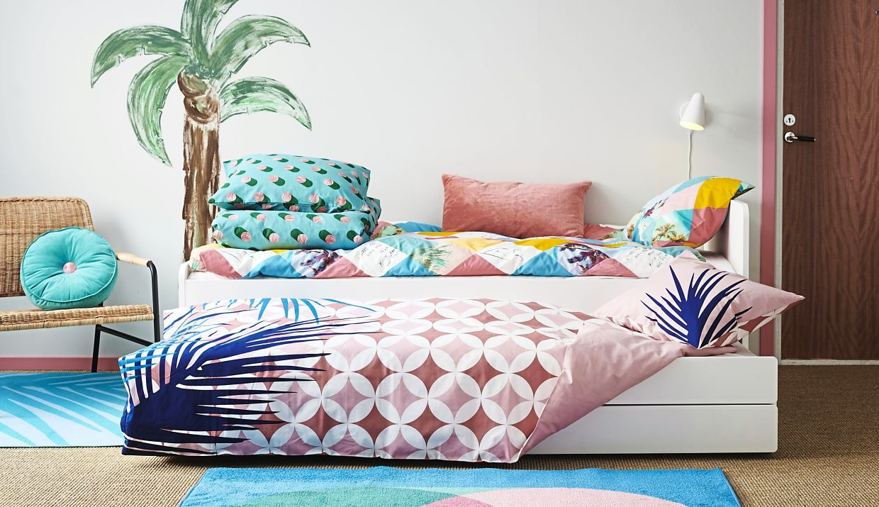 With a wide choice of patterns and colours, you can play up the look of the SLAKT bed with various textiles and bedroom accessories.