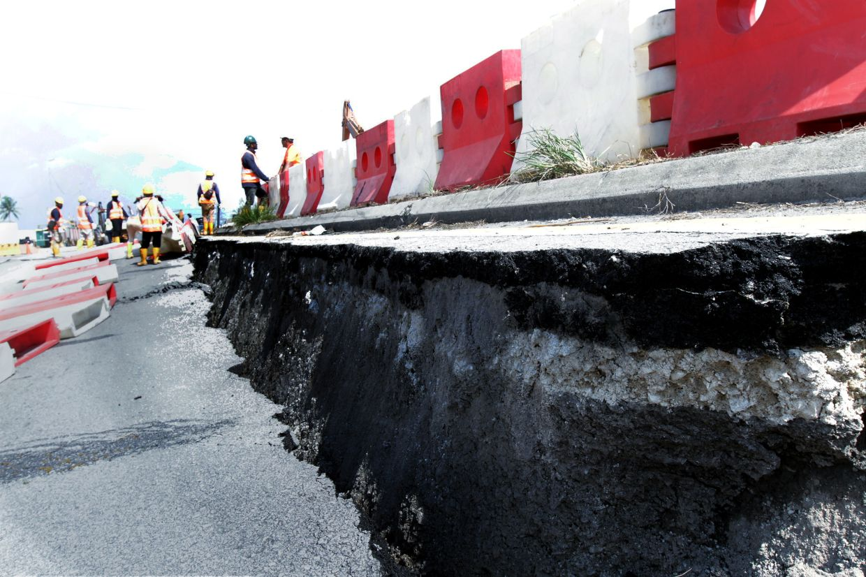 Soil erosion and sedimentation that occurred  on Jalan Langat (Banting bound) and Jalan Johan Setia Klang could be due to the boring of piles for the construction of the Light Rail Transit 3 (LRT3) project. K.K. SHAM / The Star