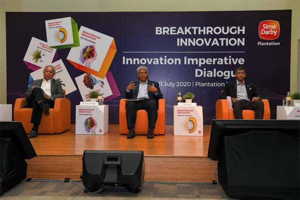Shariman Alwani (centre) during the dialog. With him are chief executive Malaysian Palm Oil Association(MPOA) Datuk Mohamad Nageeb Ahmad Abdul Wahab (left) and Sime\'s Dr K. Harikrishna (kanan).