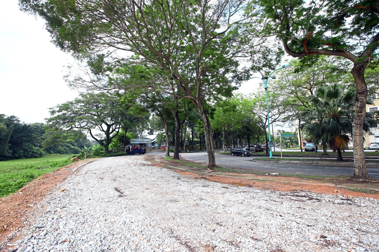 Residents say a slip road connecting Persiaran Anggerik Mokara (left, beyond secondary jungle) to Persiaran Anggerik Malaxis (right) is necessary to provide an alternative access to the main commercial area.
