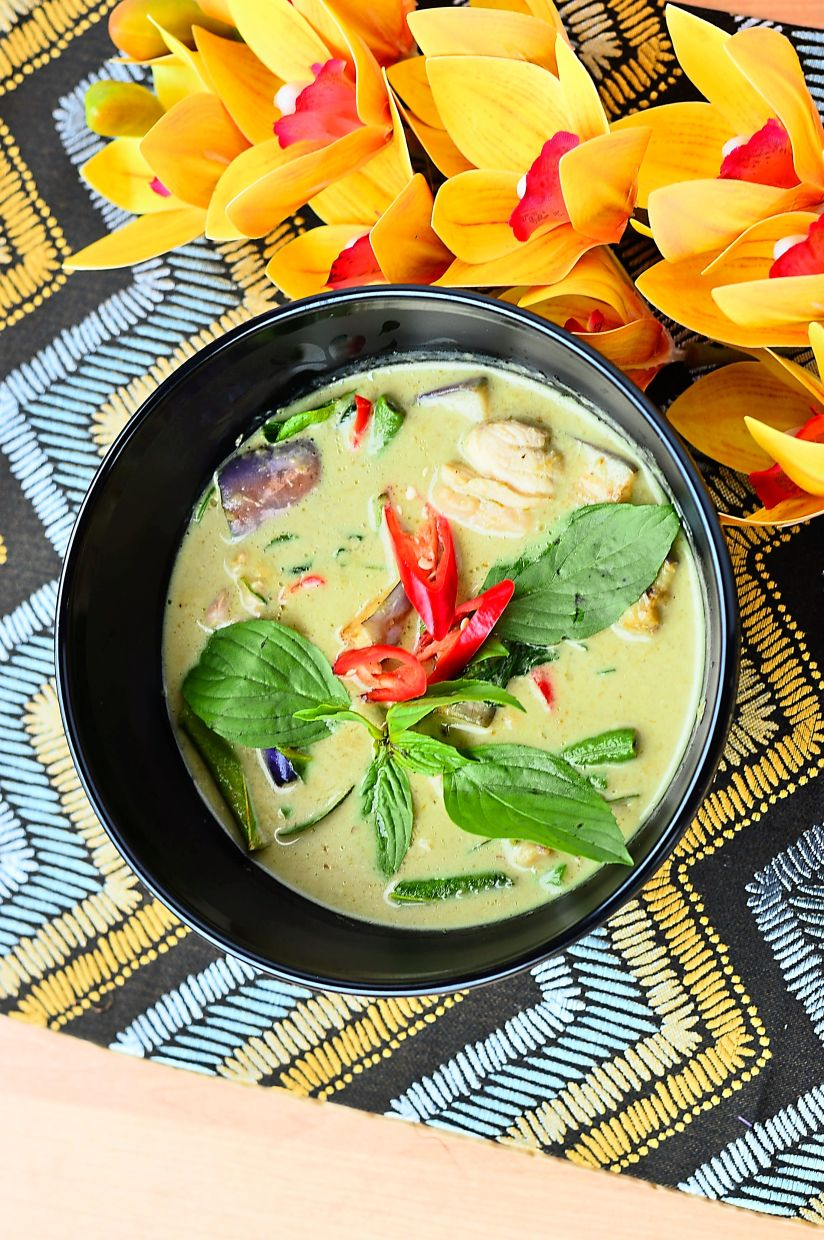 Creamy and flavourful Green Curry Chicken.