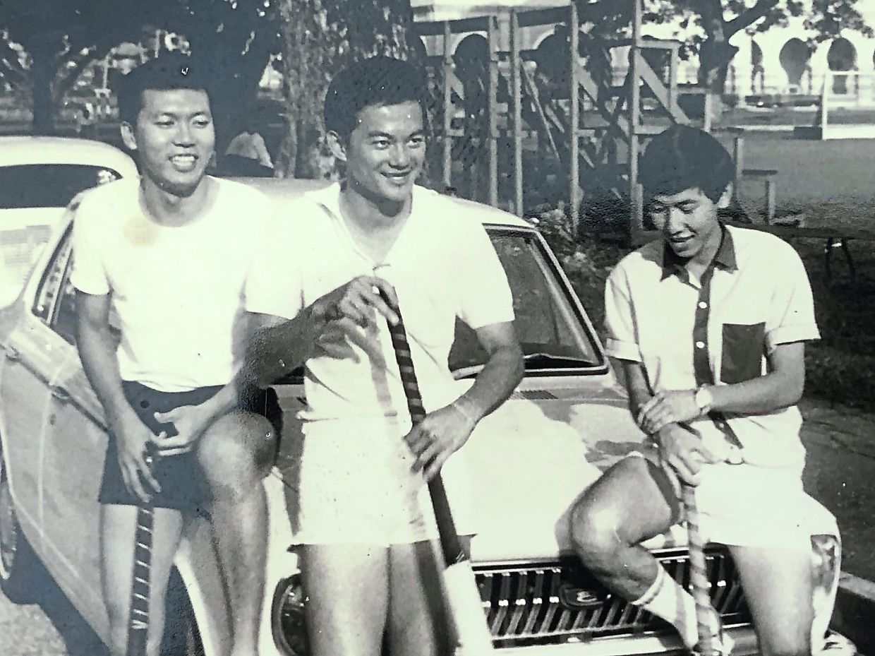 Siow Ming (middle) during his student days.