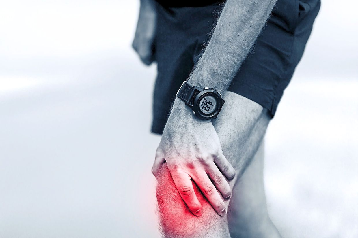 When you hear a pop or snap in your joint and experience pain and swelling, then you require medical attention. — 123rf.com
