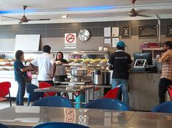 Restaurant operators say smokers flouting no-smoking ban